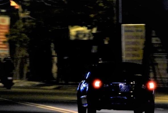 Vụ xe biển xanh 'thông chốt' kiểm tra nồng độ cồn: Trên xe chở bí thư huyện ủy ảnh 1