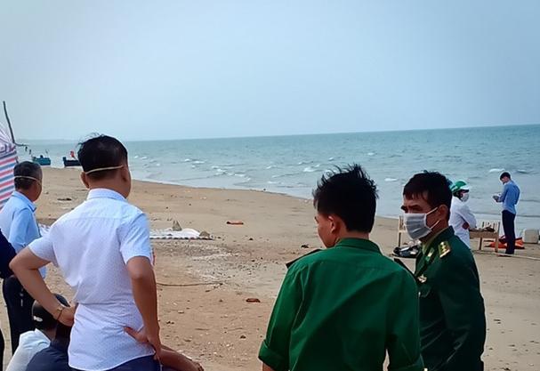 Phát hiện thi thể người đàn ông trôi dạt vào bờ biển Hà Tĩnh ảnh 1