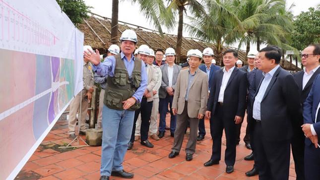 Nhiều lãnh đạo tỉnh Nghệ An thuộc diện cách ly tại nhà đã quay lại làm việc ảnh 1