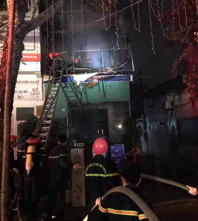 Nhà hai tầng bốc cháy dữ dội trong đêm ảnh 1