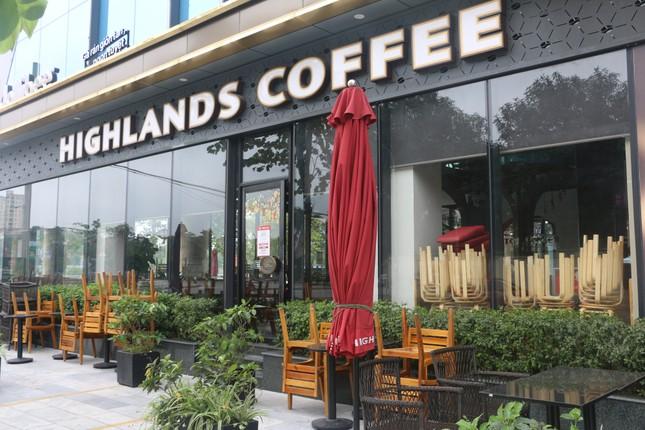 Nghệ An: Bất chấp 'lệnh cấm', nhiều quán cà phê mở cửa đón khách ảnh 2