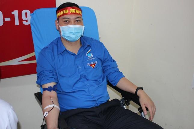 Tuổi trẻ Nghệ An hưởng ứng 'Hiến máu an toàn - Đừng ngại COVID' ảnh 9