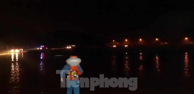 Trắng đêm đón công dân về nước tránh dịch COVID-19 ảnh 1