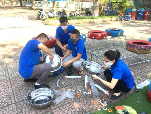 Bồn nước rửa tay được tái chế từ lốp xe cũ ảnh 3