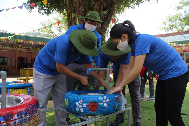 Bồn nước rửa tay được tái chế từ lốp xe cũ ảnh 4