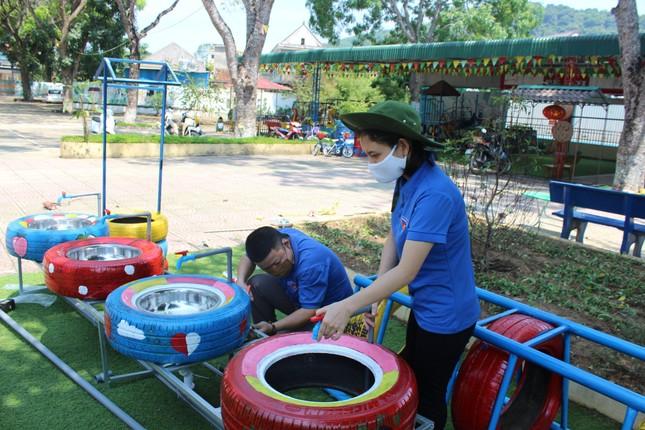 Bồn nước rửa tay được tái chế từ lốp xe cũ ảnh 1