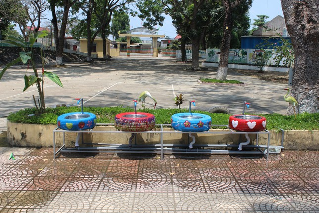 Bồn nước rửa tay được tái chế từ lốp xe cũ ảnh 6