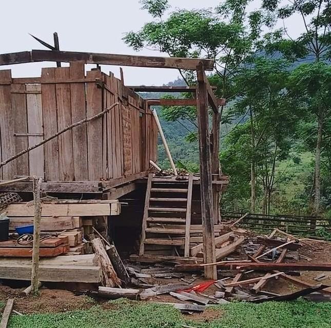 Lốc xoáy cuốn sập nhà, người dân biên giới sống cảnh 'màn trời chiếu đất' ảnh 3