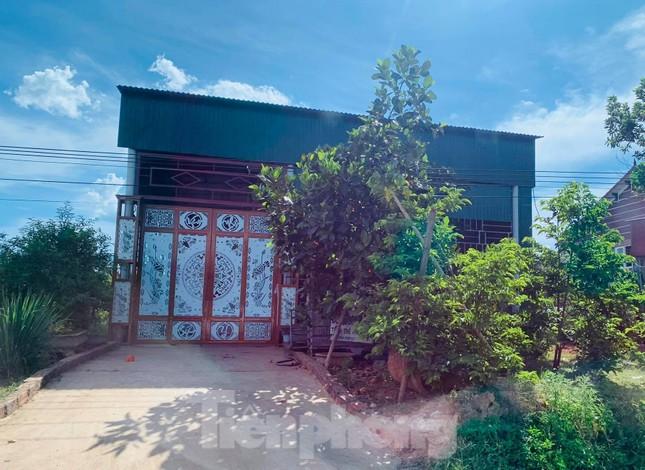 Những ngôi nhà của hộ dân 'bỗng dưng' thoát nghèo sau khi nhận hỗ trợ COVID-19 ảnh 1