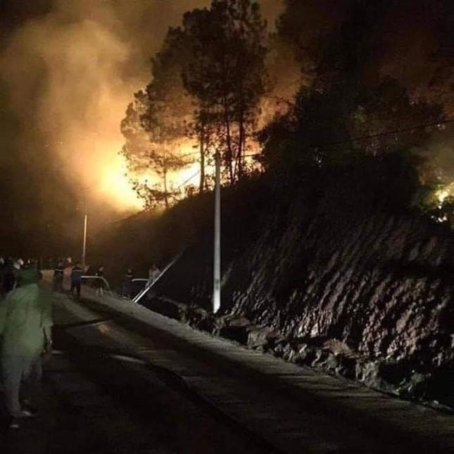Hàng nghìn người trắng đêm dập lửa cứu rừng Nghệ An, Hà Tĩnh ảnh 5