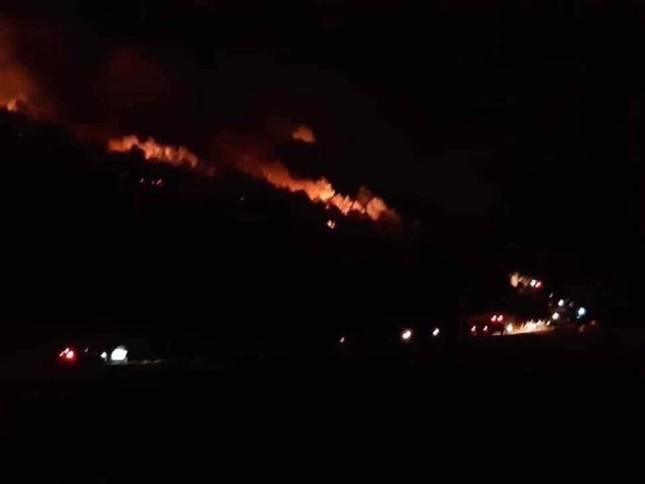Di dời trên 200 hộ dân gần khu vực cháy rừng ở Nghệ An ảnh 1