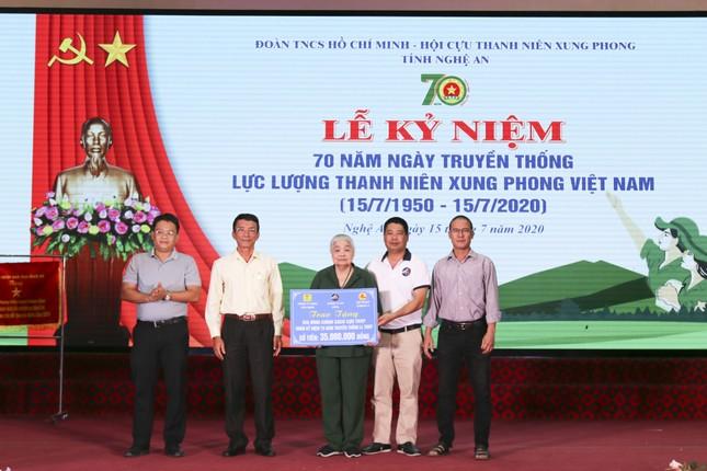 Nhà tài trợ, báo Tiền Phong trao quà cho cựu TNXP Nghệ An ngày truyền thống ảnh 1