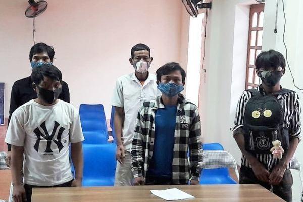Thu nhập bấp bênh, 5 công dân vượt sông về Việt Nam ảnh 1