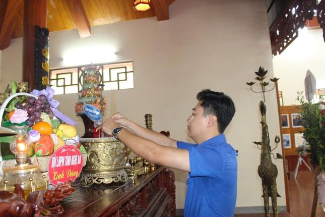 Tuổi trẻ Nghệ An dâng hương, dâng hoa tưởng niệm nhà cách mạng Nguyễn Thị Minh Khai ảnh 3