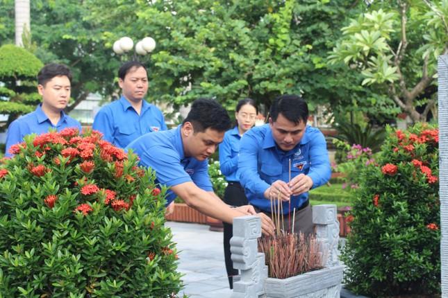 Tuổi trẻ Nghệ An dâng hương, dâng hoa tưởng niệm nhà cách mạng Nguyễn Thị Minh Khai ảnh 5