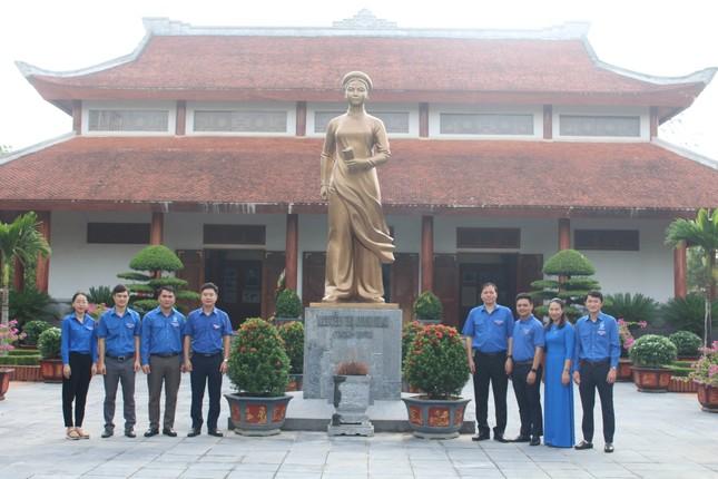 Tuổi trẻ Nghệ An dâng hương, dâng hoa tưởng niệm nhà cách mạng Nguyễn Thị Minh Khai ảnh 7