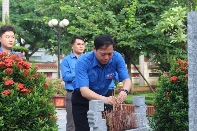 Tuổi trẻ Nghệ An dâng hương, dâng hoa tưởng niệm nhà cách mạng Nguyễn Thị Minh Khai ảnh 4