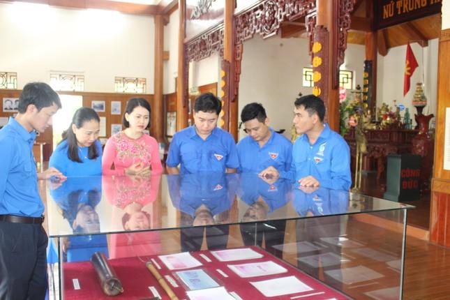 Tuổi trẻ Nghệ An dâng hương, dâng hoa tưởng niệm nhà cách mạng Nguyễn Thị Minh Khai ảnh 6
