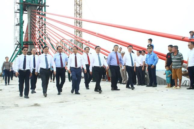 Hợp long cầu Cửa Hội bắc qua sông Lam nối 2 tỉnh Nghệ An, Hà Tĩnh ảnh 2