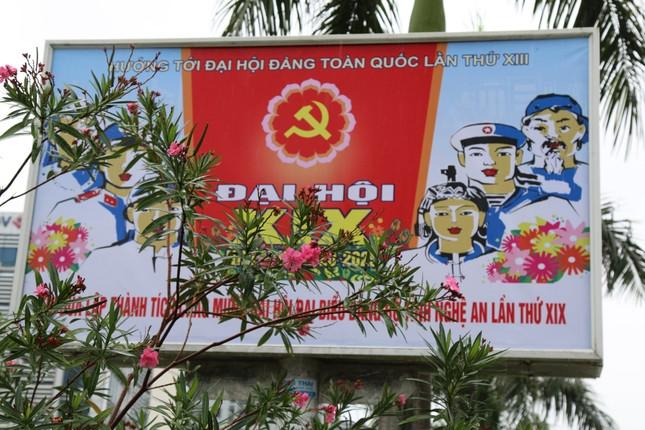 Nghệ An rực rỡ cờ hoa chào mừng Đại hội Đảng bộ tỉnh ảnh 1