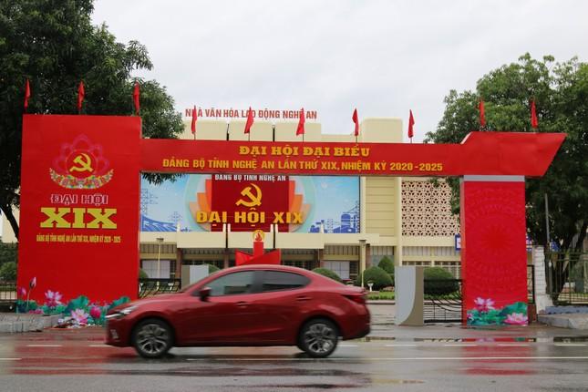 Nghệ An rực rỡ cờ hoa chào mừng Đại hội Đảng bộ tỉnh ảnh 3