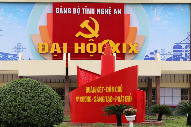 Nghệ An rực rỡ cờ hoa chào mừng Đại hội Đảng bộ tỉnh ảnh 4