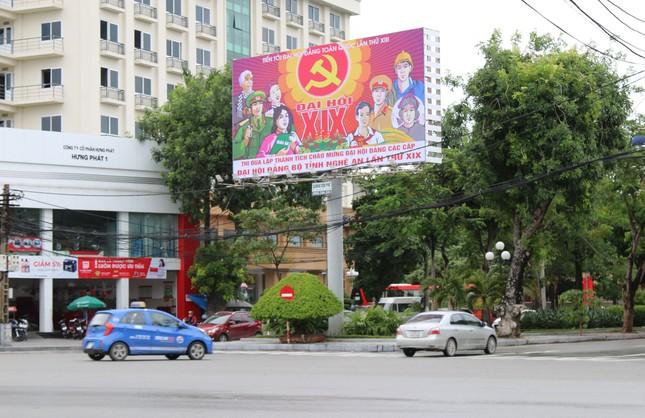Nghệ An rực rỡ cờ hoa chào mừng Đại hội Đảng bộ tỉnh ảnh 7