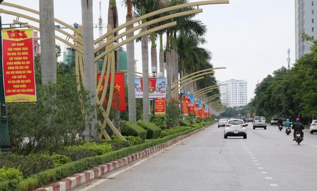 Nghệ An rực rỡ cờ hoa chào mừng Đại hội Đảng bộ tỉnh ảnh 2