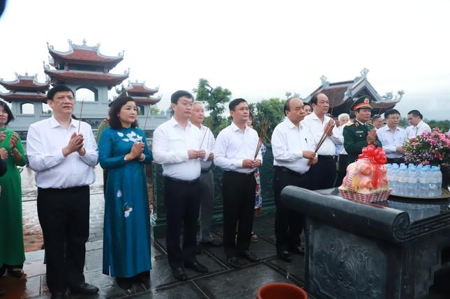 Thủ tướng Nguyễn Xuân Phúc làm việc với tỉnh Nghệ An và Quân khu 4 ảnh 1
