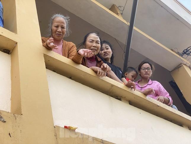 Sống trên nóc nhà, người dân Quảng Bình khắc khoải chờ lũ rút ảnh 9