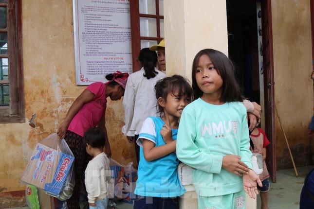 Sách vở bị lũ cuốn trôi, học sinh rốn lũ Quảng Bình khó khăn trước ngày trở lại trường ảnh 9