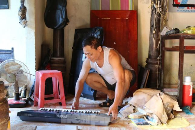 Cận cảnh nhà cửa của người dân quê nghèo tan hoang sau lũ lịch sử ảnh 9