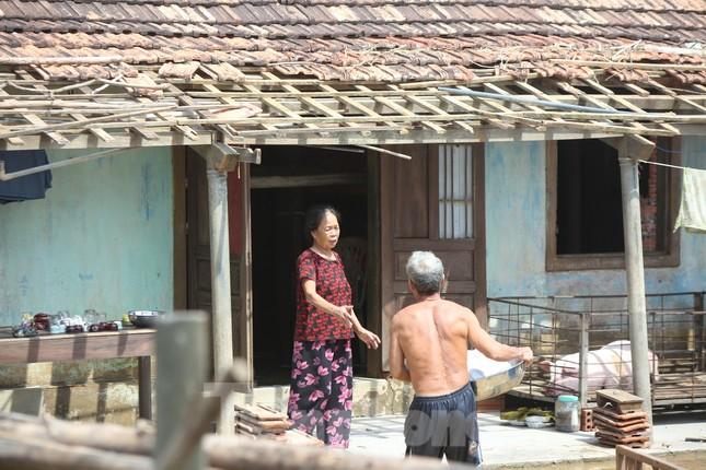 Cận cảnh nhà cửa của người dân quê nghèo tan hoang sau lũ lịch sử ảnh 6