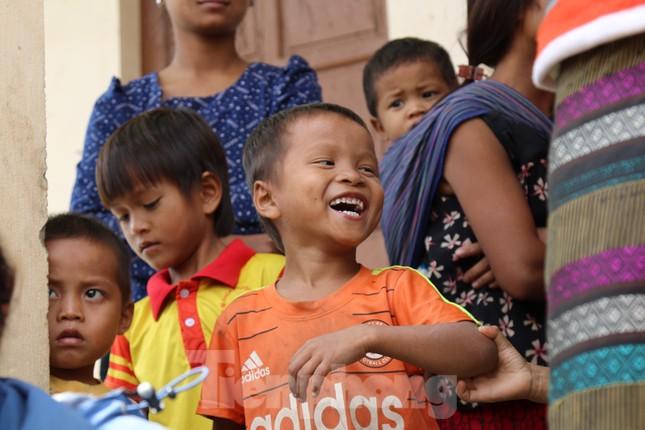 Sách vở bị lũ cuốn trôi, học sinh rốn lũ Quảng Bình khó khăn trước ngày trở lại trường ảnh 10