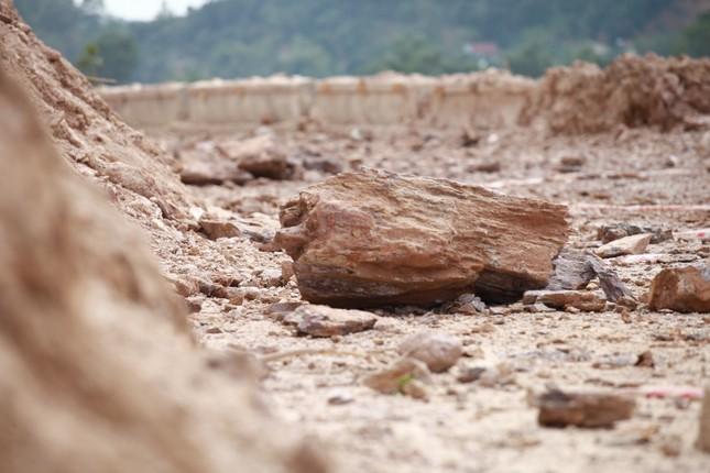Nổ mìn phá đá thông tuyến trên quốc lộ 46 ảnh 11