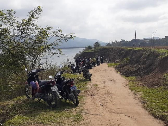 Tìm kiếm người lái thuyền rơi xuống sông Lam mất tích trong đêm ảnh 1