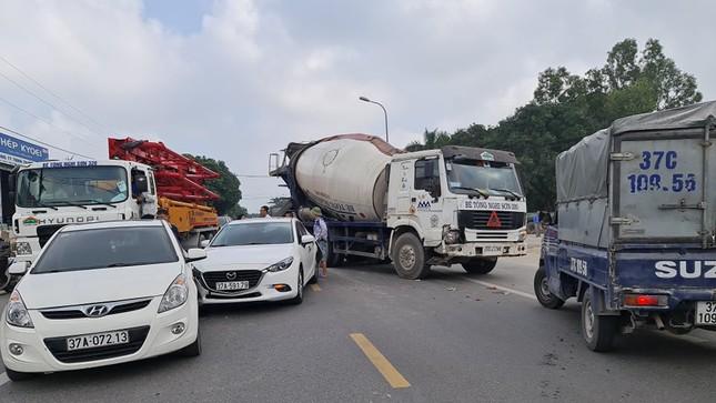 Tai nạn liên hoàn, hàng trăm phương tiện tắc nghẽn trên quốc lộ 46 ảnh 1