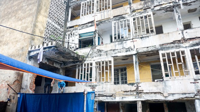 Cưỡng chế phá dỡ chung cư nứt toác gây nguy hiểm cho hàng ngàn cư dân ảnh 1