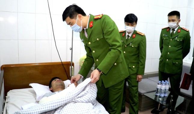 Tham gia chữa cháy, Thượng úy công an bị thương nặng ảnh 1