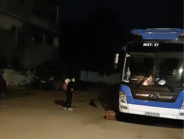 Chặn bắt xe khách chở người trốn ra khỏi vùng dịch trong đêm ảnh 1