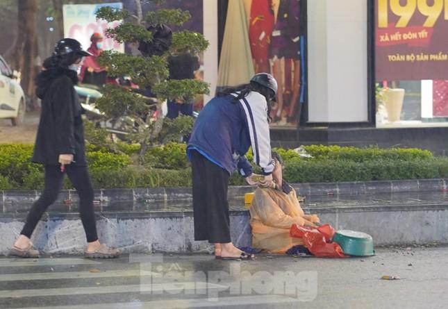 Học sinh Nghệ An mang hương vị tết đến với bệnh nhân nghèo ảnh 14