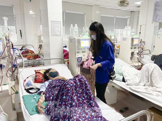 Học sinh Nghệ An mang hương vị tết đến với bệnh nhân nghèo ảnh 16