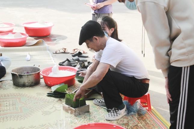 Học sinh Nghệ An mang hương vị tết đến với bệnh nhân nghèo ảnh 5
