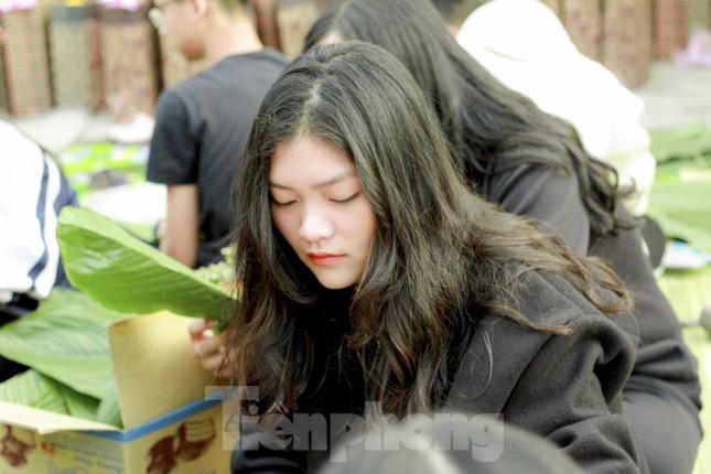 Học sinh Nghệ An mang hương vị tết đến với bệnh nhân nghèo ảnh 6