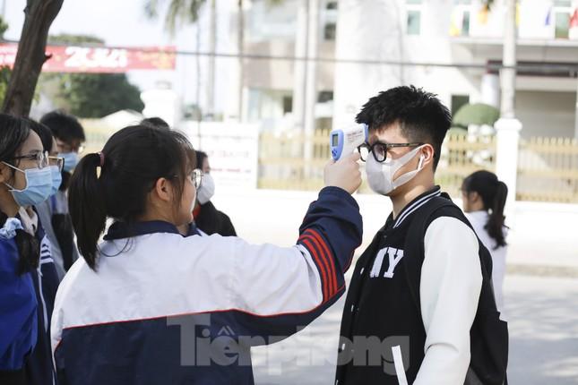 Học sinh Nghệ An mang hương vị tết đến với bệnh nhân nghèo ảnh 7