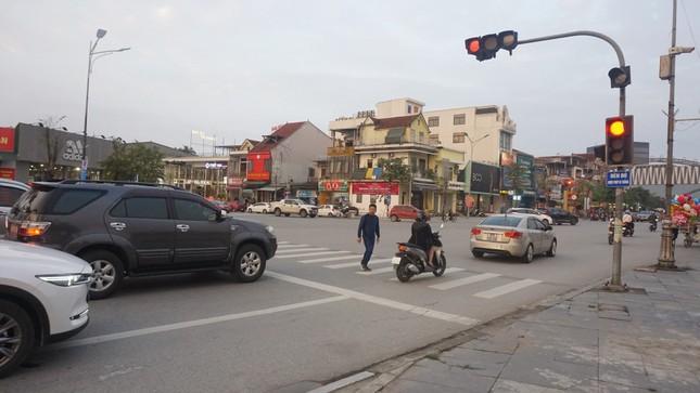 Biển báo 'Đèn đỏ được phép đi thẳng' lộ nhiều bất cập ảnh 3