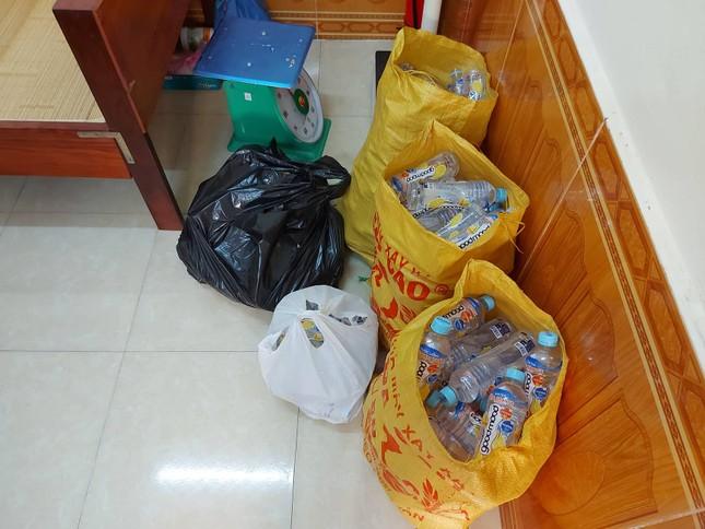 Nhận nước ngọt miễn phí từ nhóm người lạ, 9 học sinh đau bụng, buồn nôn ảnh 3