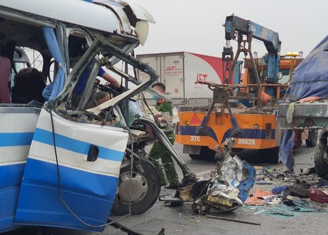 Tin mới vụ tai nạn kinh hoàng khiến 22 người thương vong tại Nghệ An ảnh 1