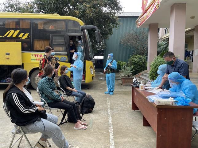 Tạm giữ hình sự chủ xe và tài xế xe khách đưa 53 người Trung Quốc nhập cảnh trái phép ảnh 3
