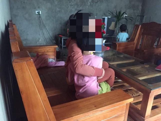 Sợ con gái 9 tuổi bị xâm hại, mẹ phá cửa nhà hàng xóm để 'giải cứu' ảnh 1